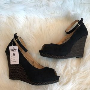 NWT black with gold studs peep toe wedges